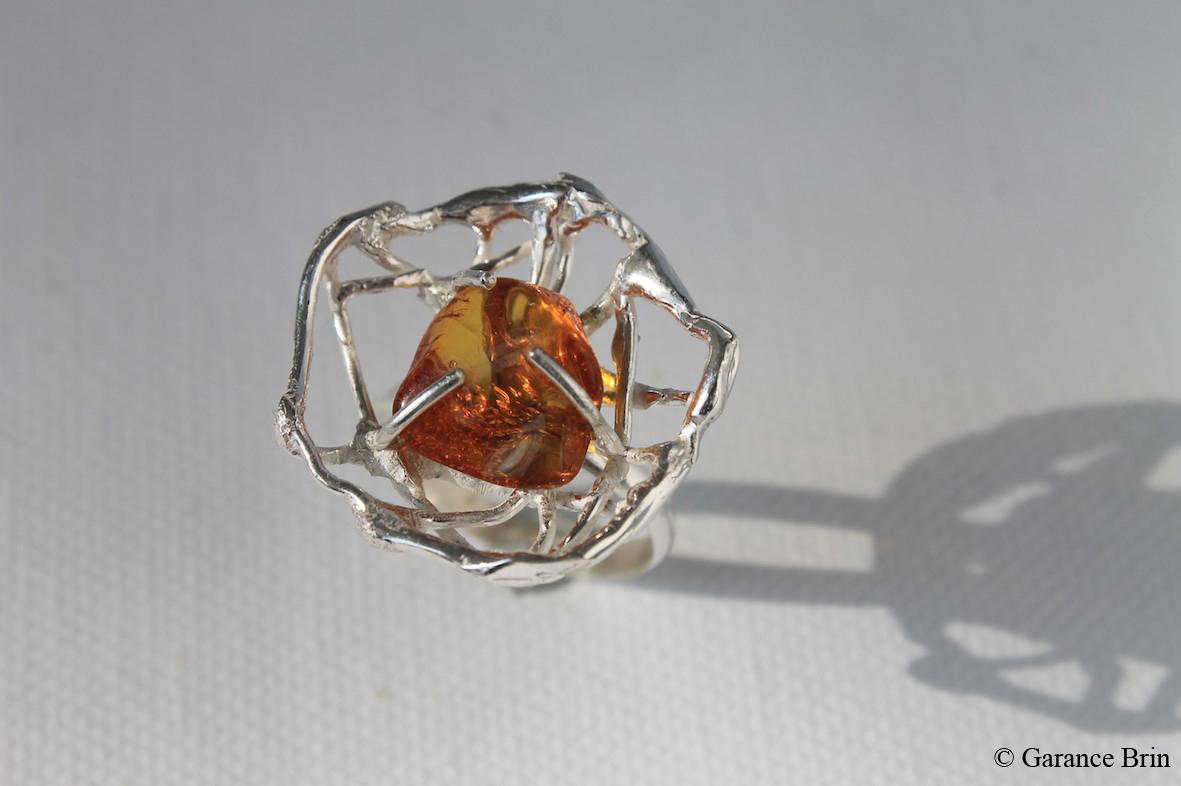 Bague coupelle brut de toile ambre de la créatrice de bijoux Garance BRIN