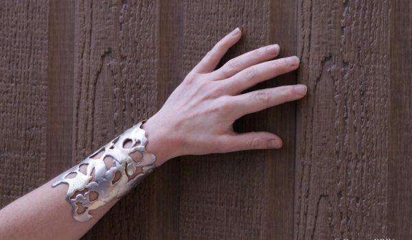 Bracelet Fendre l'armure bijoux contemporains Garance BRIN Pièces uniques
