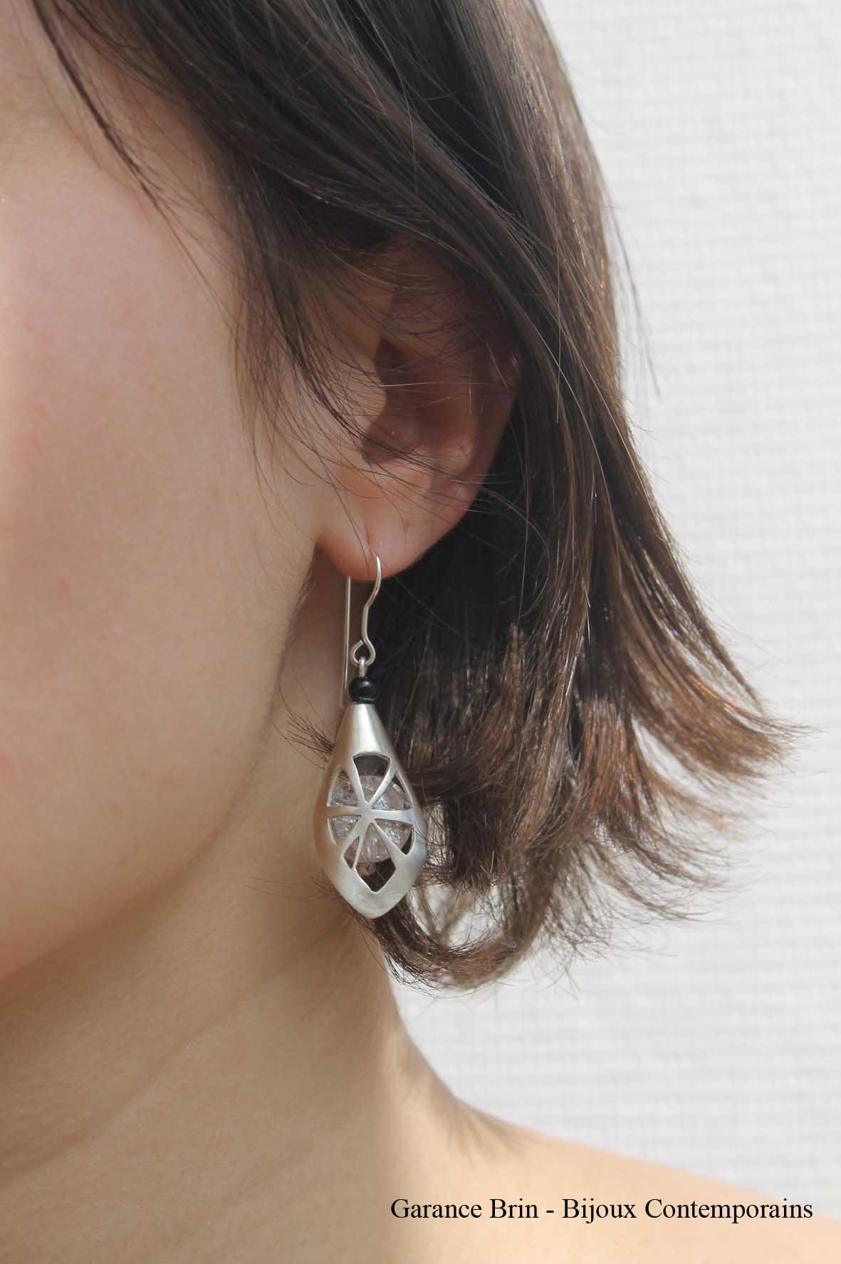 Boucles d'oreilles feuille de toile - onyx, cristal de roche, Argent Bijoux contemporains Garance BRIN