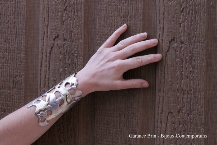 Bracelet-'-fendre-l'armure'-4-Garance-BRIN-